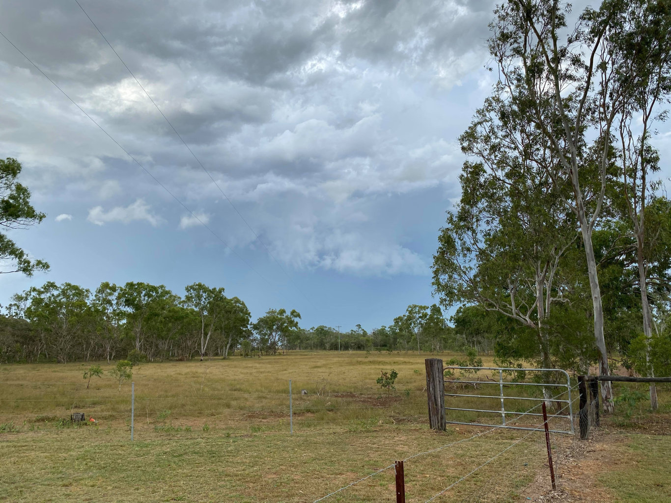 Bureau of Meteorology has issued a severe thunderstorm warning to residents as a storm moves into the Isaac region on Sunday April 19. St Lawrence resident Vivienne Coleman photographed the storm as it moved around her property.