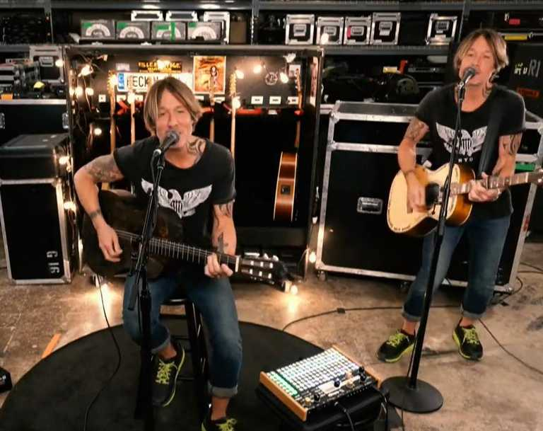Keith Urban uses camera trickery for his One World performance.