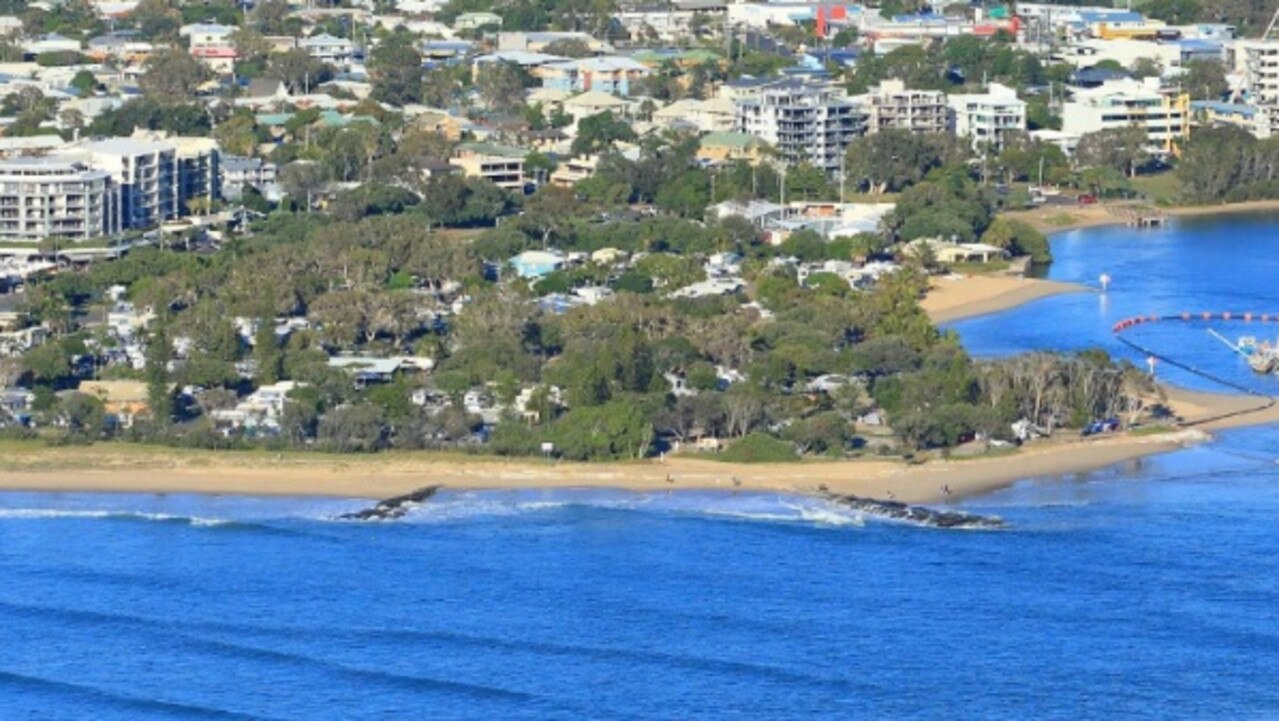 Work has started to renew sections of the Maroochy Groyne Field.