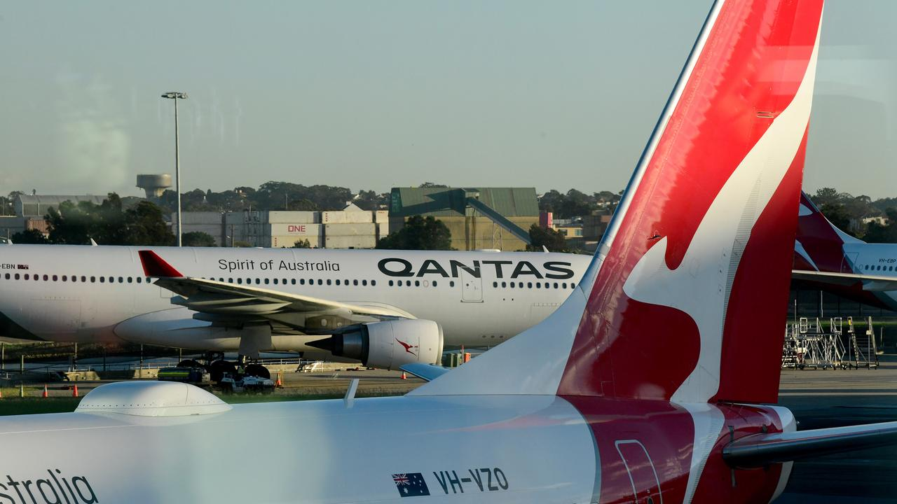 Qantas will no longer sell the middle seat on board their flights. Picture: AAP Image/Bianca De Marchi.