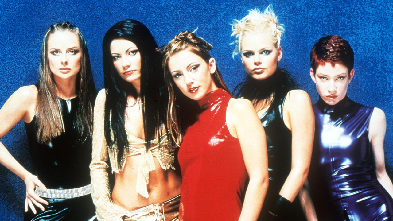 Bardot on the set of Poison music video, 2000 – L-R: Belinda Chapple, Tiffani Wood, Sally Polihronas, Sophie Monk and Katie Underwood.