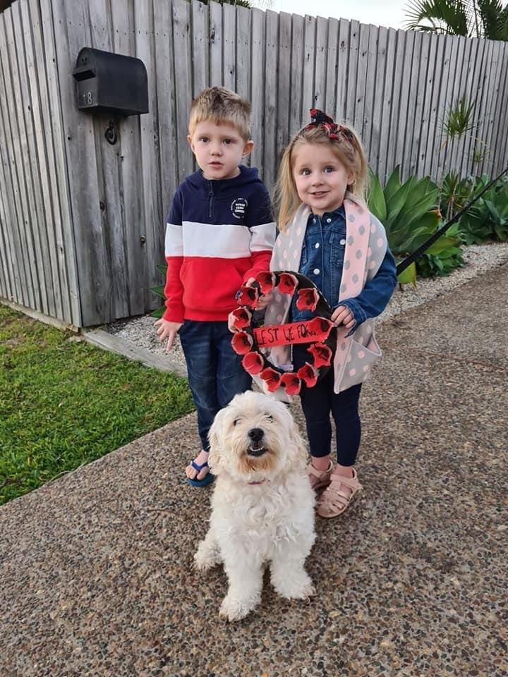 Maryborough's Parker and Winter Scanlon with a wreath they made for Anzac Day.