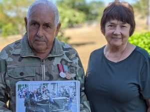Former defence force pair pay Anzac respects from front gate