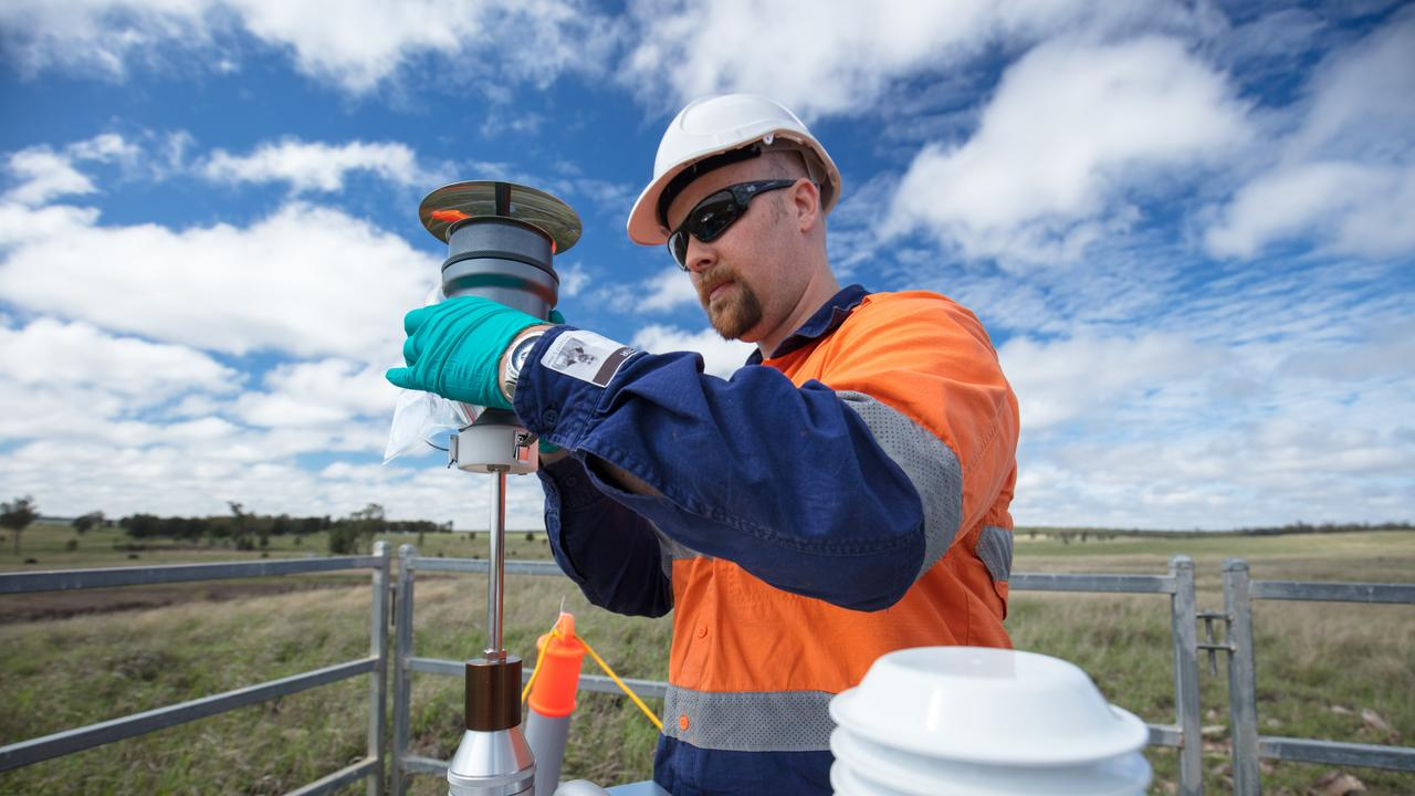 CSIRO scientists collect water samples at a CSG well site.