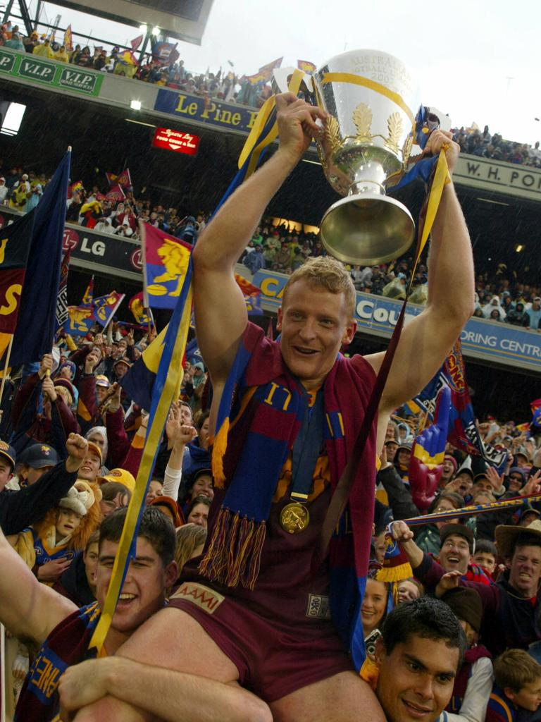 Michael Voss holding the 2002 premiership cup.