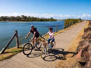 Call for cyclists to give way to walkers on shared paths