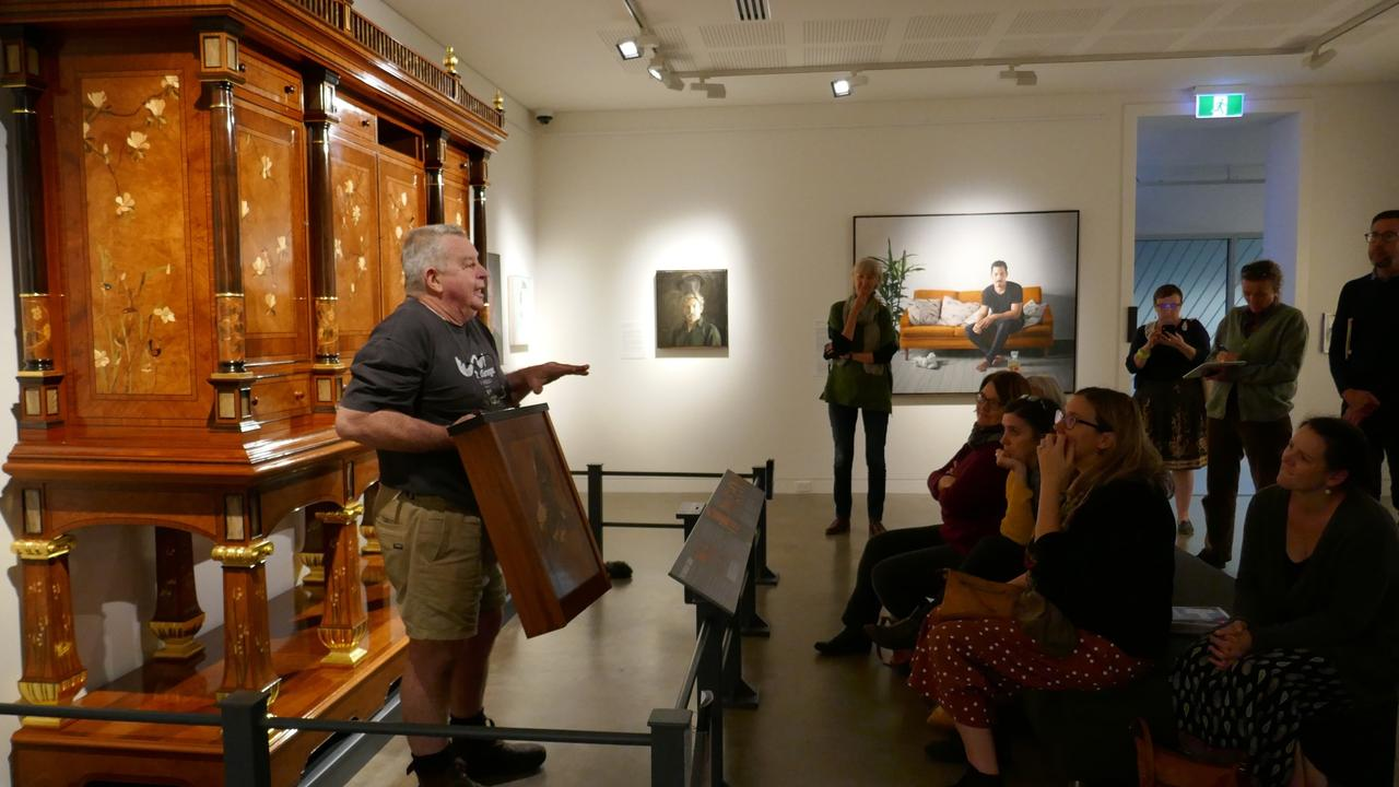 Geoff Hannah shows his Hannah Cabinet to early educators and children at the Lismore Regional Gallery.