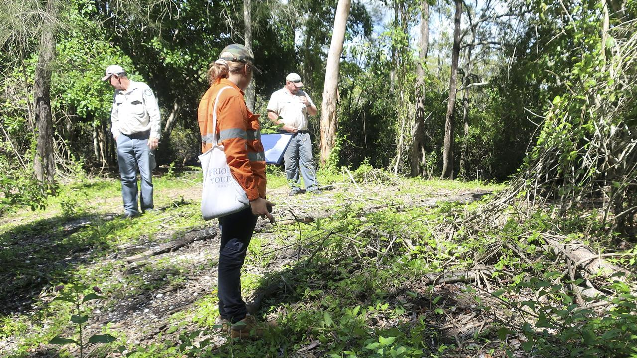 Kabi Kabi traditional owners and QPWS undertaking field work for the shell midden mapping project.