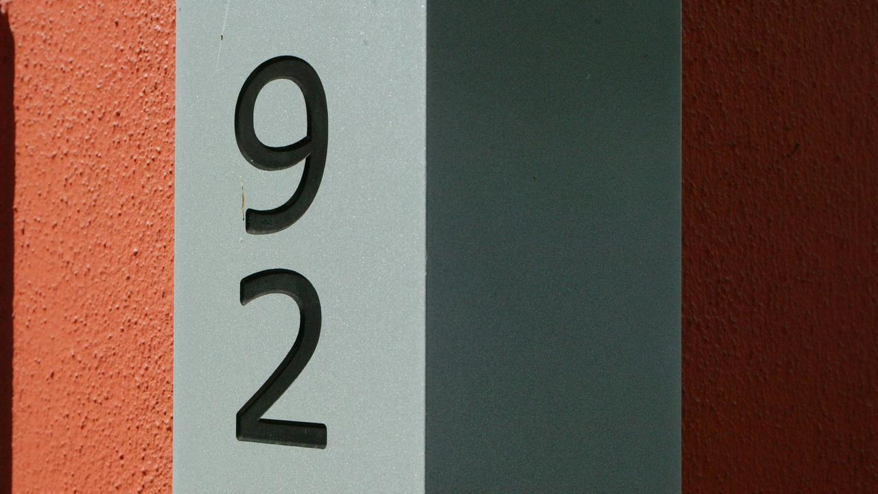 11 Oct 2004: House numbers - corner house number with matching letterbox picMark/Cranitch. street number plaque