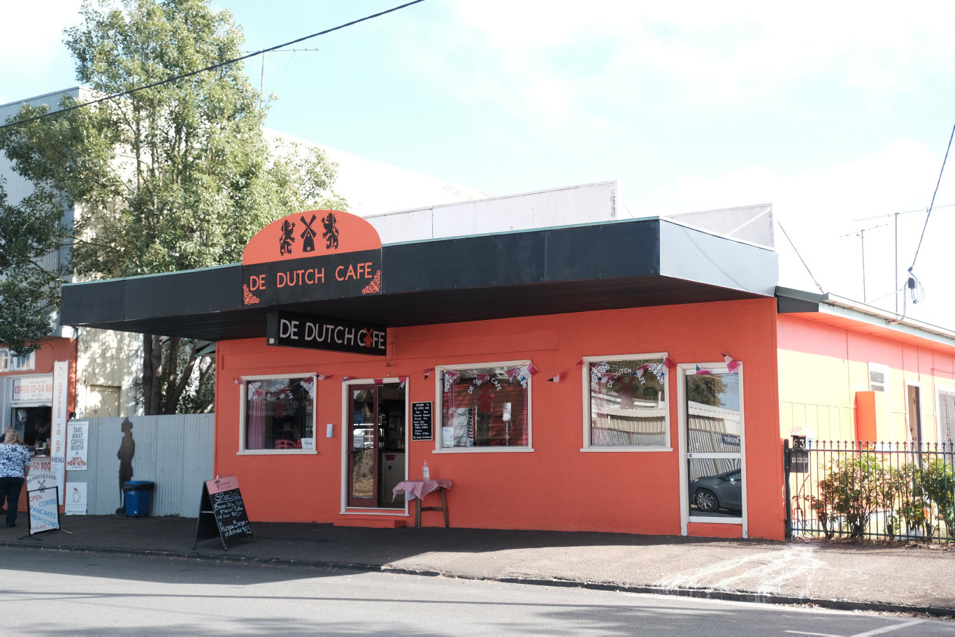 Father and daughter team Ron Ruijter and Amber Meade have opened a new eater - De Dutch Cafe - in Newtown.