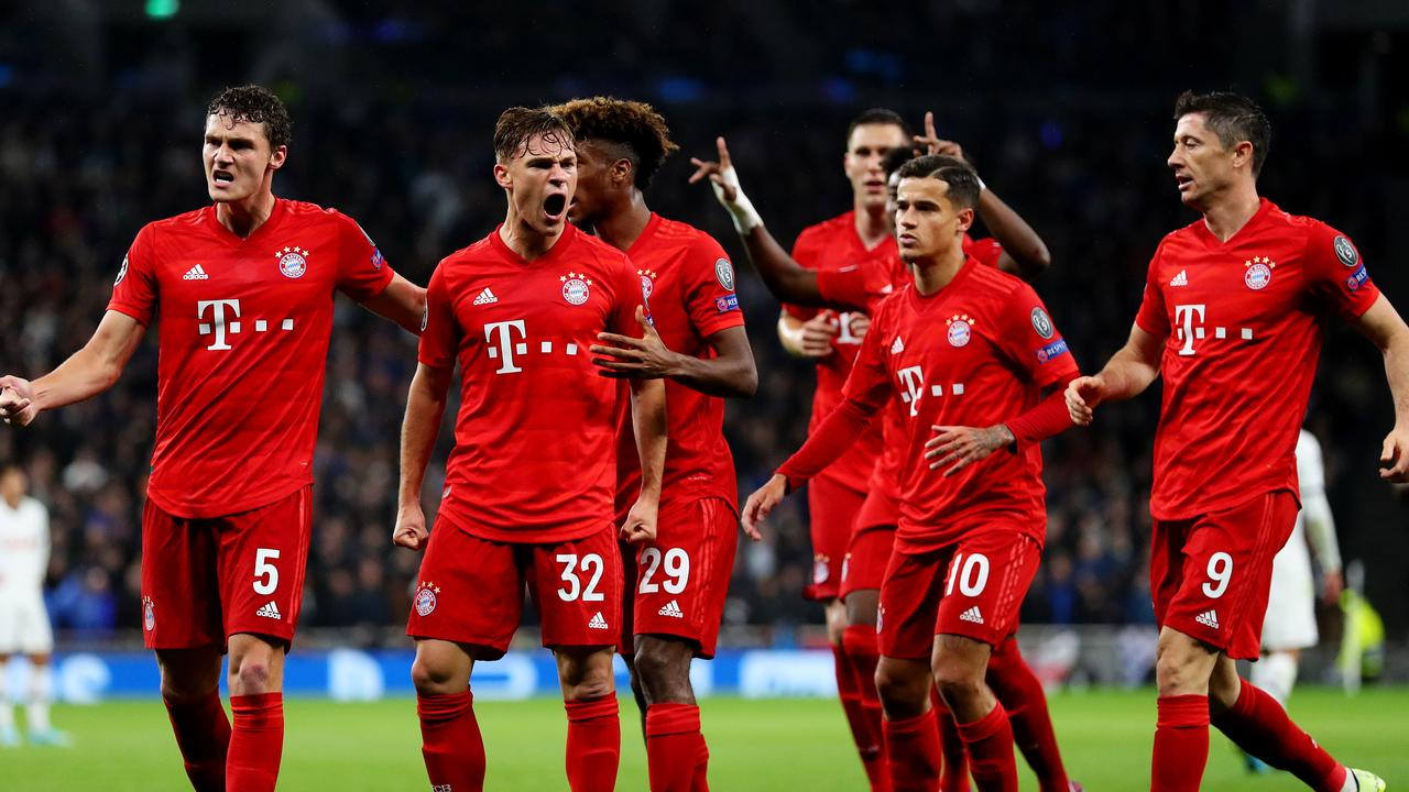 LONDON, ENGLAND - OCTOBER 01: Joshua Kimmich of FC Bayern Munich celebrates with teammates after scoring his team's first goal during the UEFA Champions League group B match between Tottenham Hotspur and Bayern Muenchen at Tottenham Hotspur Stadium on October 01, 2019 in London, United Kingdom. (Photo by Catherine Ivill/Getty Images)