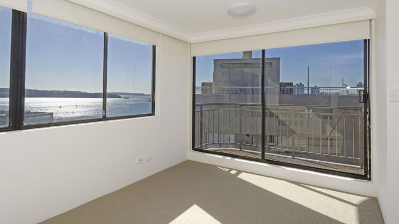 This unit in a building on Macleay St in Potts Point was $850 per week, now its $700.
