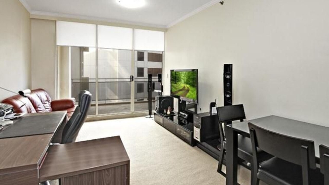 This rental unit in a building at 361 Kent St in the Sydney CBD was $700 per week, but the rent dropped to $595.