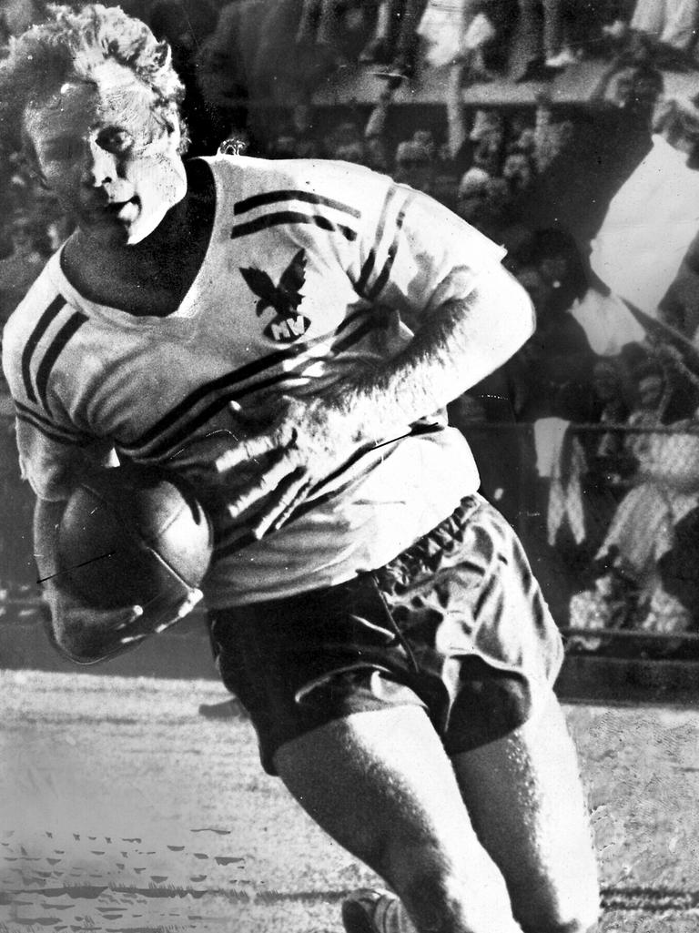 Bob Fulton playing for Manly in 1976.