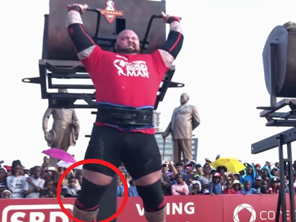 Hafthor Bjornsson's leg was clearly not straight when the second push began.