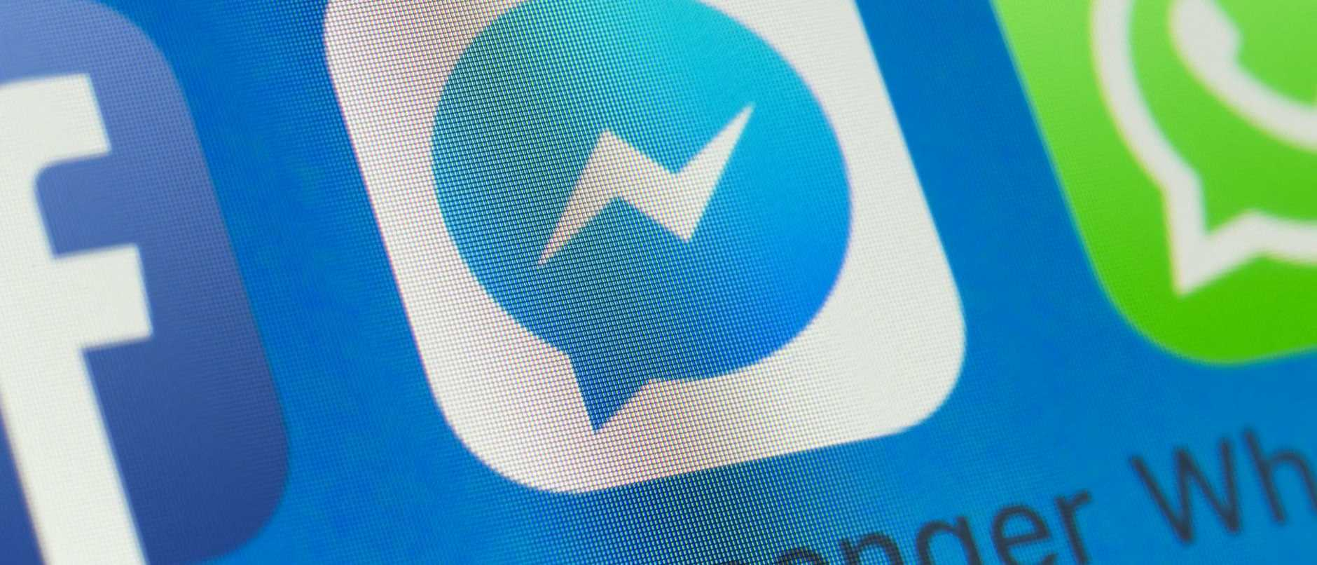 Messenger, Whatsapp, Facebook and other cellphone Apps on iPhone screen