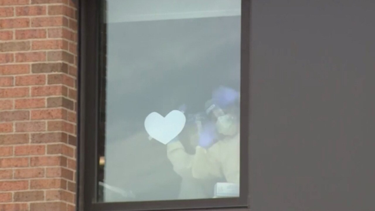 Nurses at a hospital in the US have held handwritten notes up to a window to inform a family that their father had died from coronavirus.