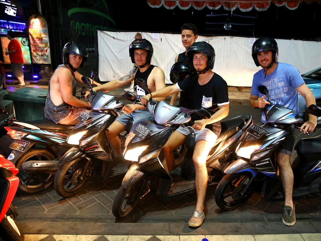 Aussie tourists in Bali before the global lockdown. Picture: Nathan Edwards