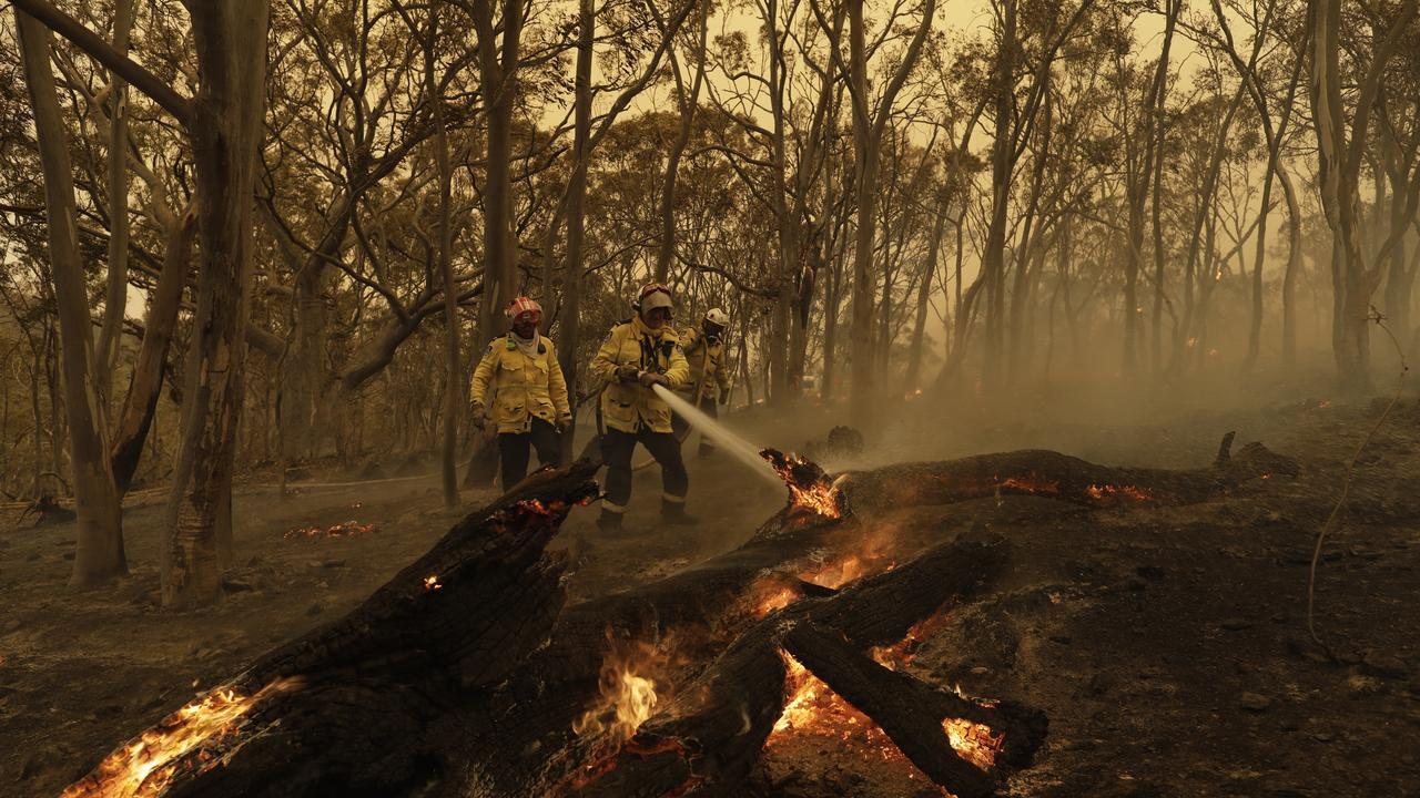 Those who lost everything in the fires have to keep waiting for financial help to arrive. (AAP Image/Sean Davey) NO ARCHIVING
