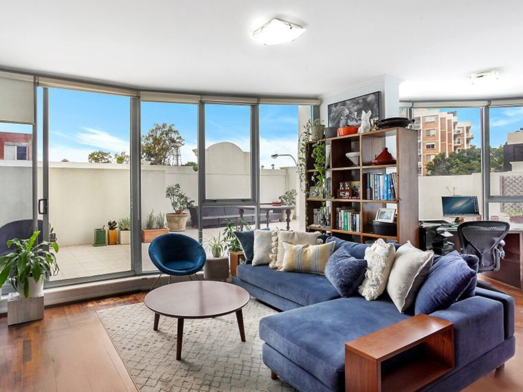202/33 Bronte Rd, Bondi Junction was owned by a UK-based Australian expat.