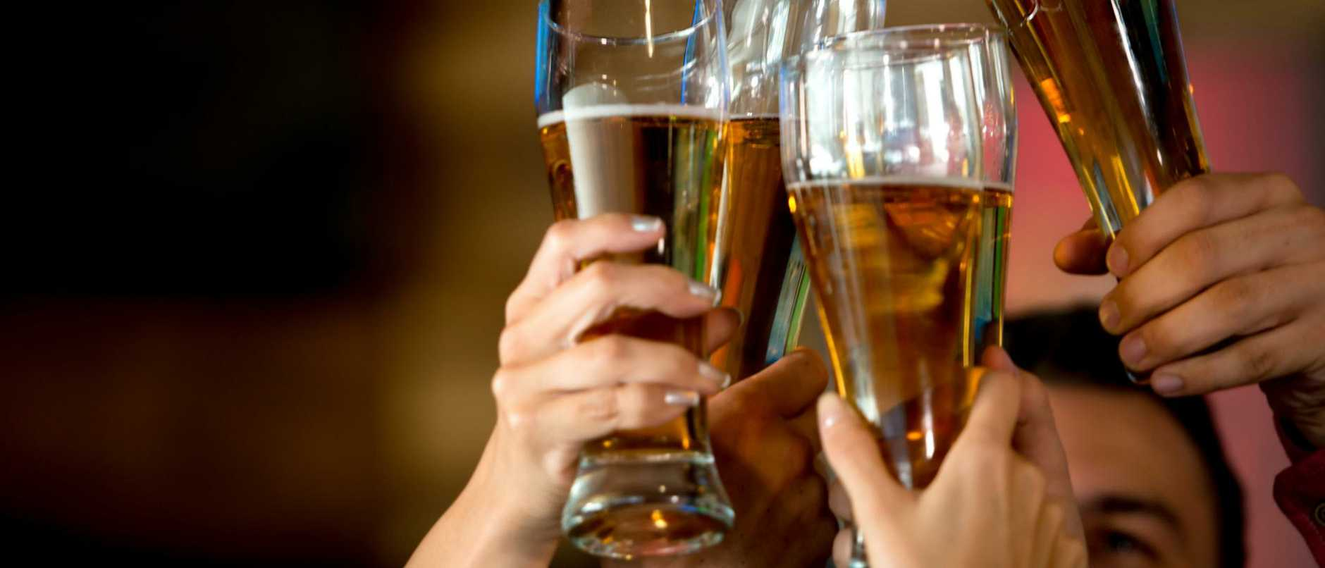 The Queensland Hotel Association is pushing for the number of people allowed in pubs to jump from 10 to 100.