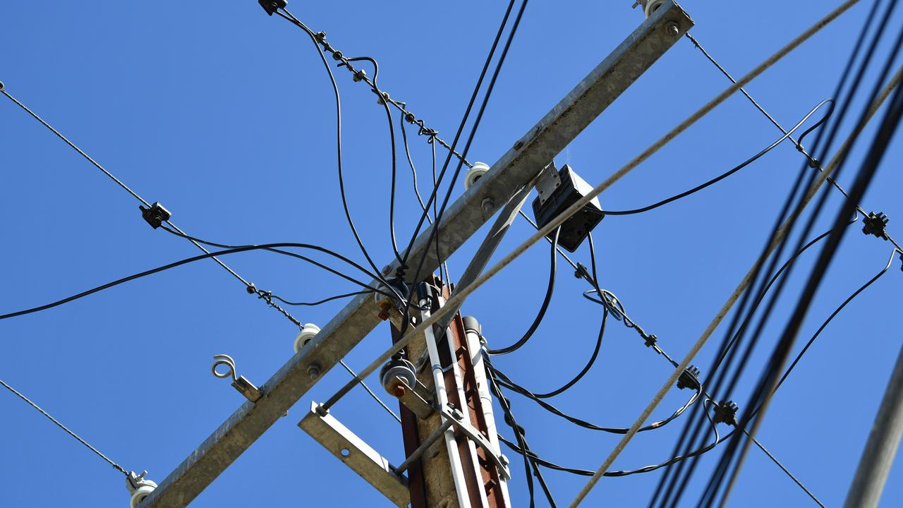 A total of 238 homes in Aroona are without power this morning due to a crash on Albatross Ave and Beerburrum St.