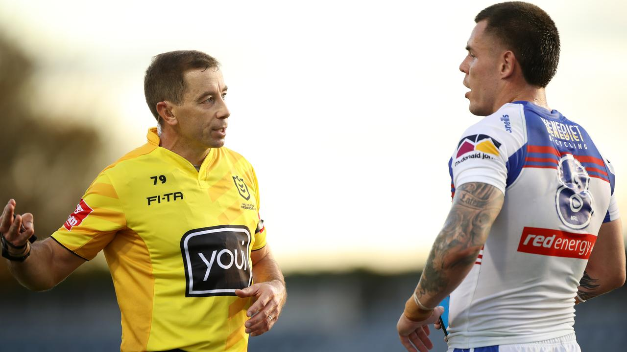 Referee Ben Cummins talks David Klemmer through his decision. Photo: Mark Kolbe/Getty Images
