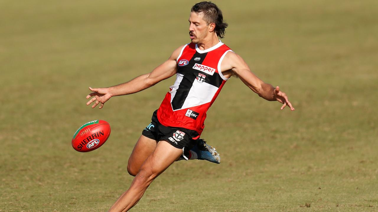 Ben Long looked at home playing off halfback for St Kilda in Round 1.