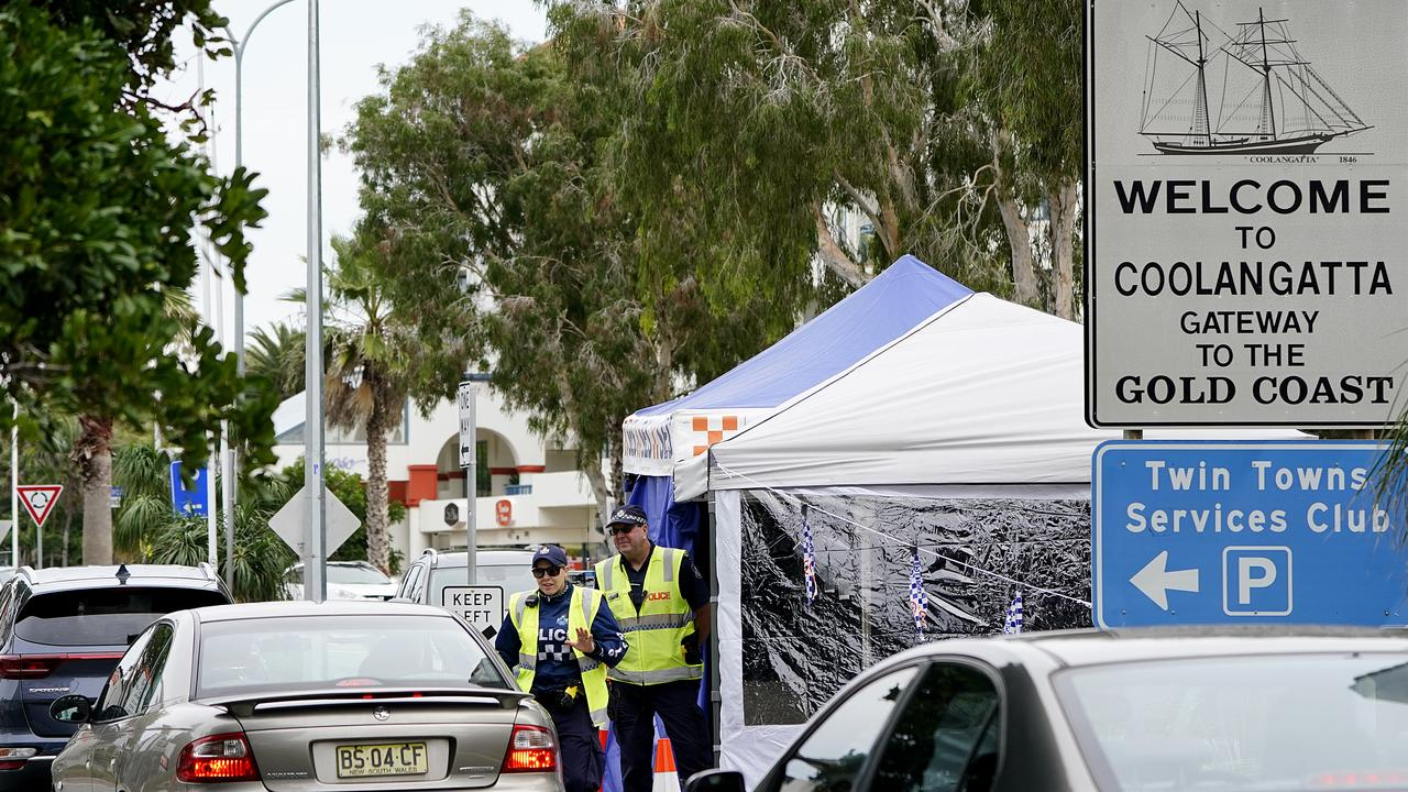 Queensland police officers are seen operating a vehicle checkpoint at Coolangatta on the Queensland-New South Wales border. (AAP Image/Dave Hunt)