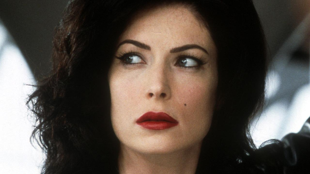 Lara Flynn Boyle in scene from film Men in Black II.