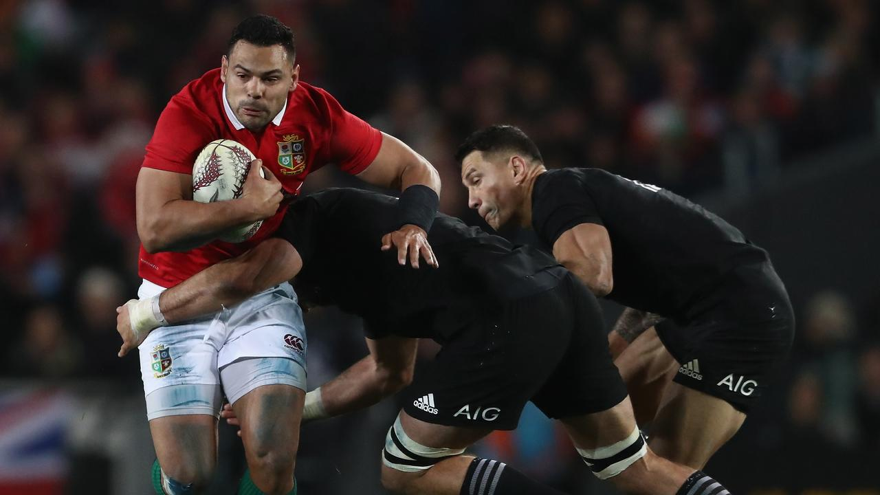 AUCKLAND, NEW ZEALAND - JUNE 24: Ben Te'o of the Lions takes on Sam Whitelock and Sonny Bill Williams during the Test match between the New Zealand All Blacks and the British & Irish Lions at Eden Park on June 24, 2017 in Auckland, New Zealand. (Photo by David Rogers/Getty Images)