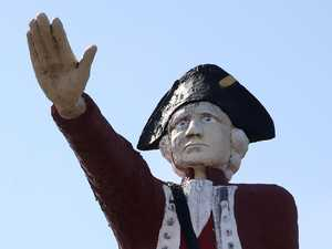 Thousands demand 'Nazi salute' Cook statue demolition