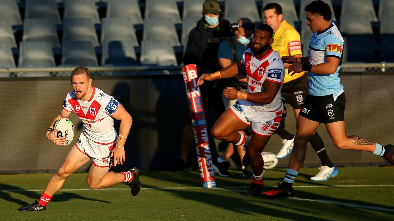 Matt Dufty (L) crosses for a disallowed try - but he was a handful all afternoon.. Picture: Getty