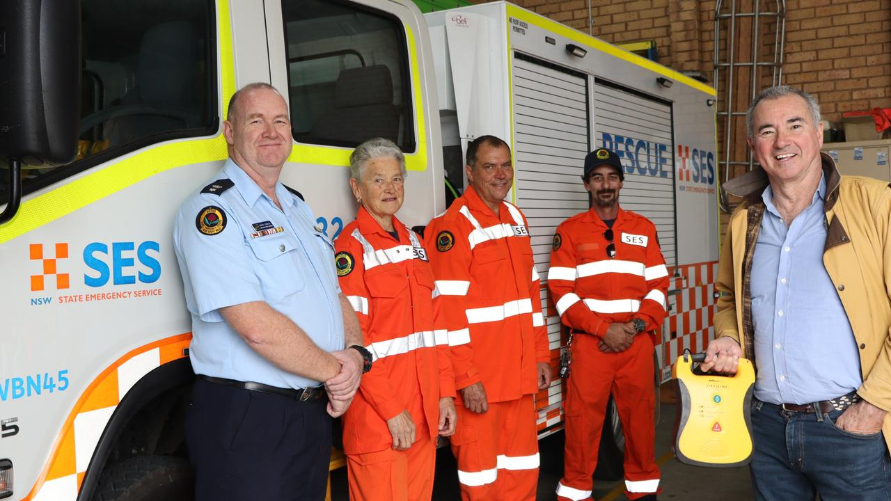 Clarence MP Chris Gulaptis is pictured with Northern Rivers SES Command's Mark Somers and Woodburn SES Unit members Lyn Hunt, Regan Sawatzki and Ashley Slapp.