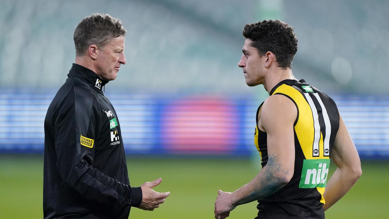Damien Hardwick speaks to Jason Castagna at three-quarter-time. Picture: AAP Image/Michael Dodge