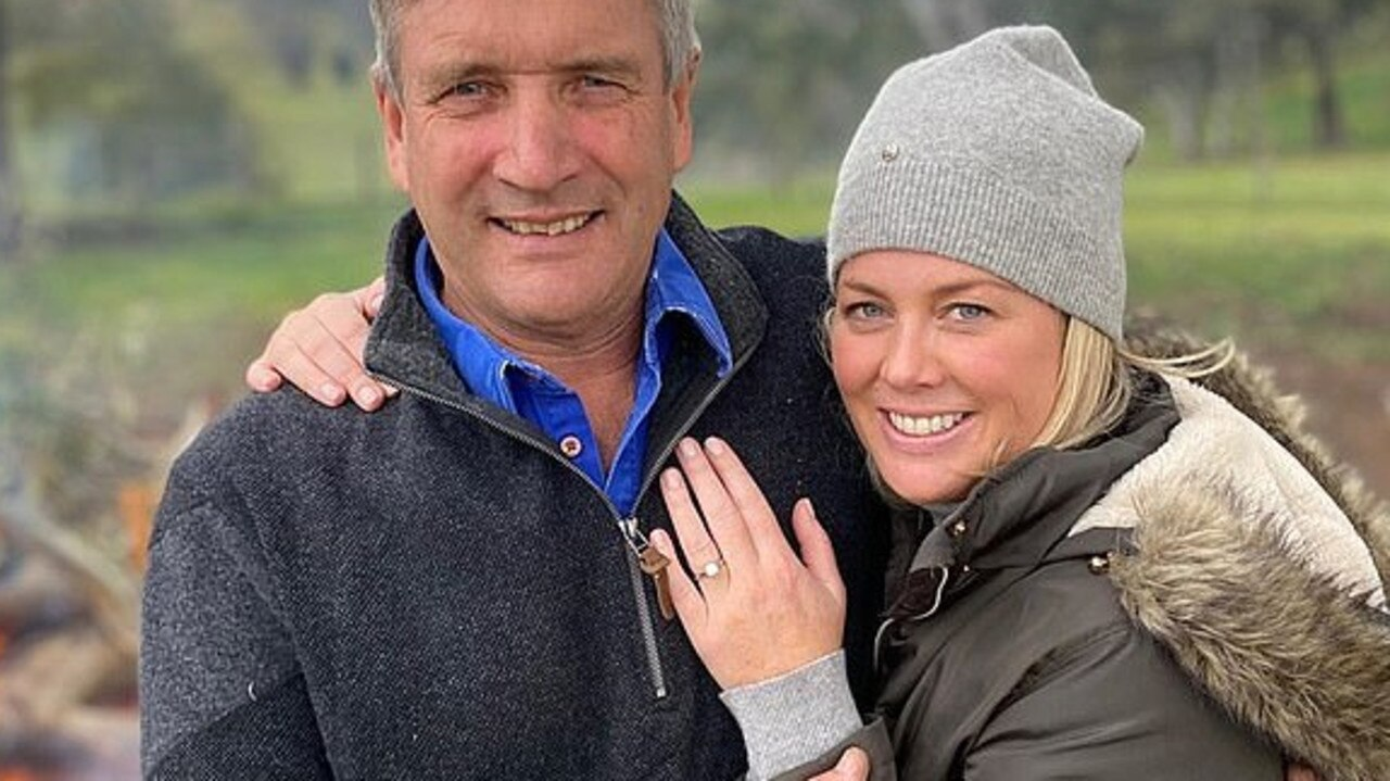 Samantha Armytage announces engagement with diamond ring. Picture: Samantha Armytage/Instagram