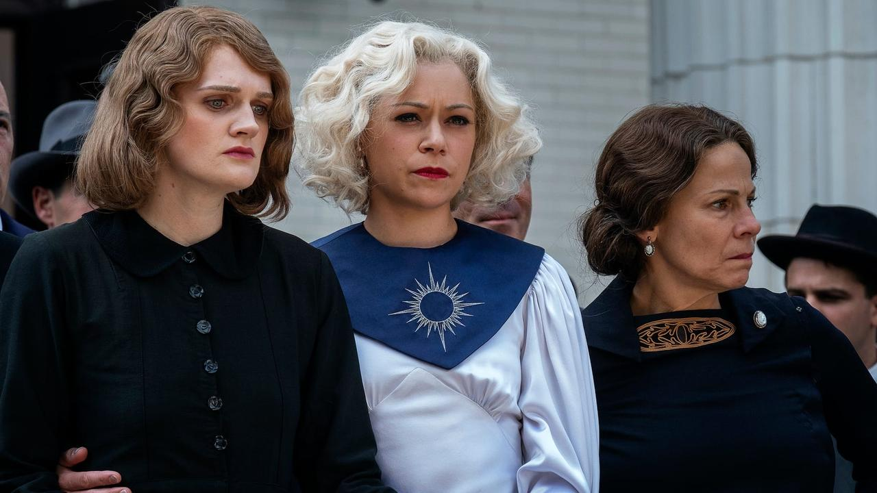 Tatiana Maslany with Gayle Rankin and Lili Taylor