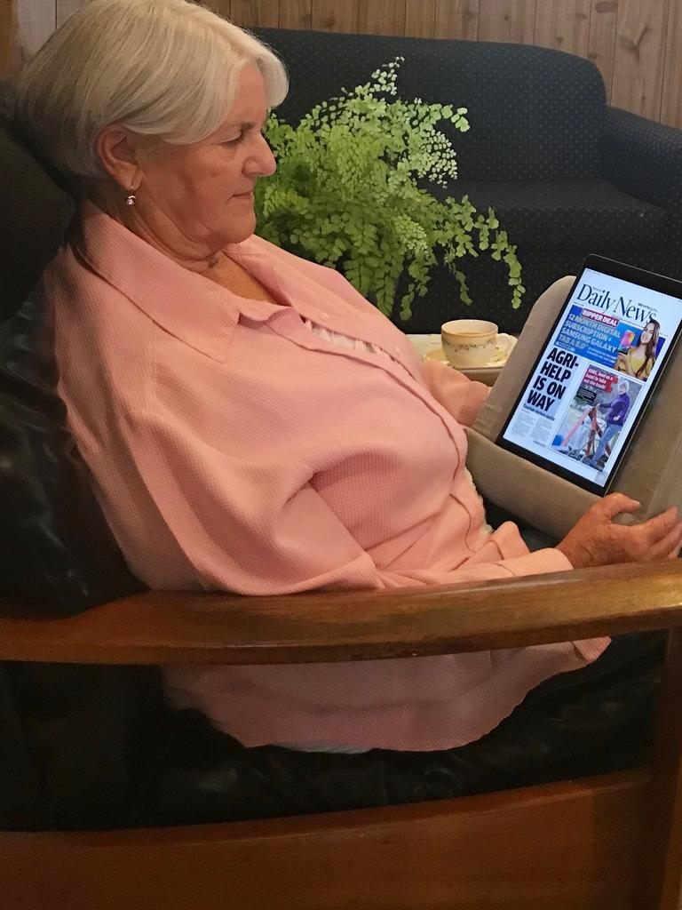 ONLINE IS EASY: Killarney resident Jenny Schulz has had no difficulties getting her Daily News online.