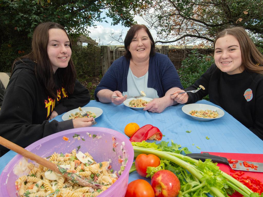 Mandy Hawkins has a healthy lunch with daughters Olivia and Mariah. Picture: Tony Gough