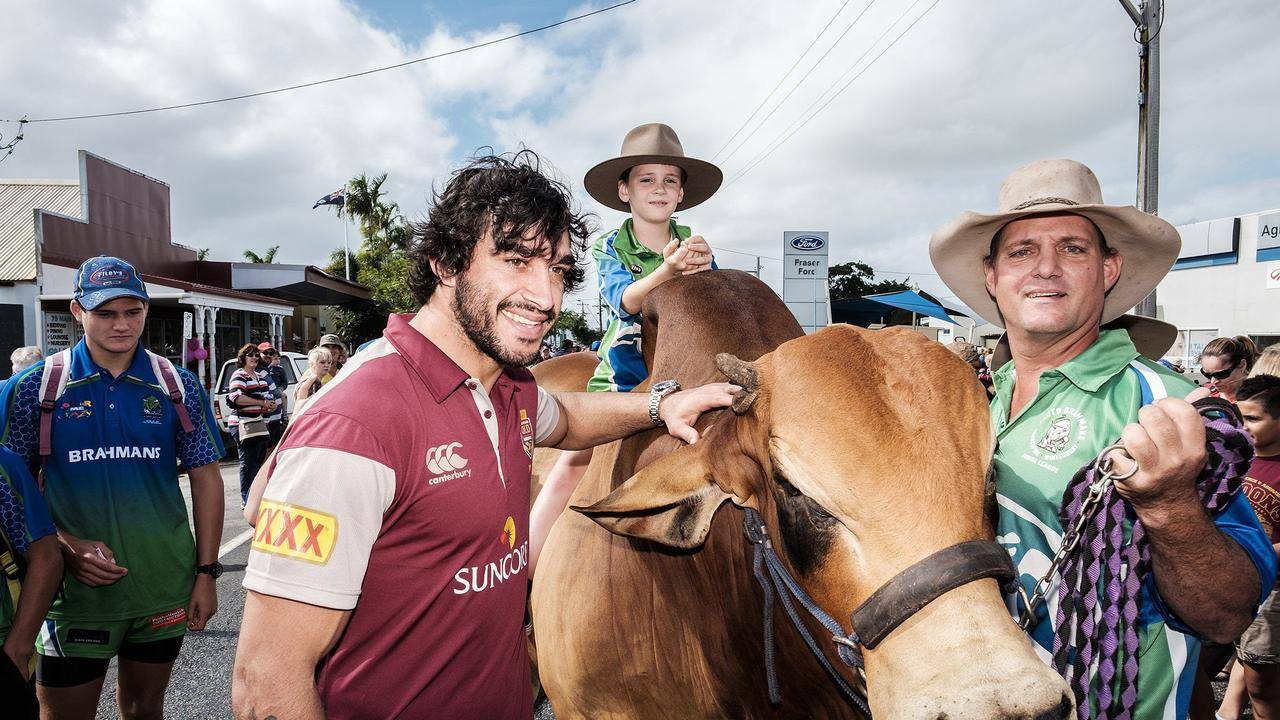 FOOTY FANS: Johnathan Thurston meets Justice the brahman during the State of Origin Fan Day in Proserpine in June 2015.