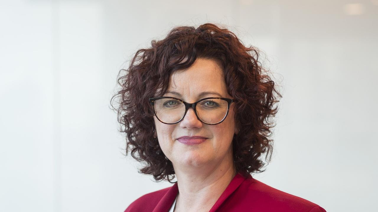 "The Australian Institute of Superannuation Trustees chief executive officer Eva Scheerlinck said cash-strapped Australians should only access their super early as a ""last resort""."