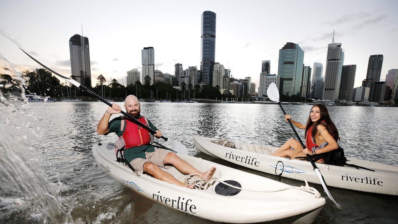 Essayez Riverlife Kayaking pendant ces vacances scolaires car les restrictions COVID se relâchent. Image: Image AAP / Josh Woning