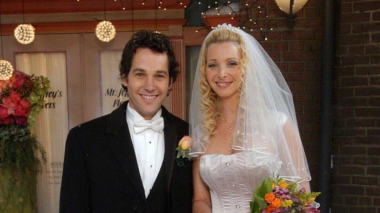Paul Rudd as Mike and Lisa Kudrow as Phoebe in Friends.