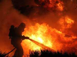 Large bushfire burning near housing estate