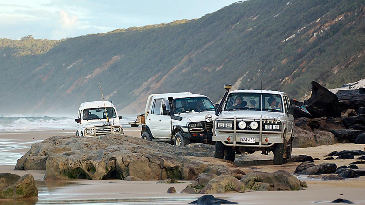 4wd vehicles negotiate the Mudlo Rocks at Rainbow Beach