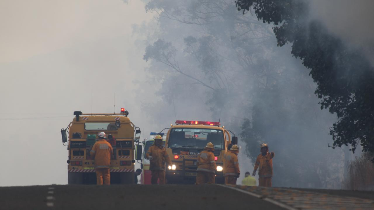 Rural and urban fire fighters conduct back burns along Yeppoon Rd on Sunday afternoon.Photo Allan Reinikka / The Morning Bulletin ROK011011afires1