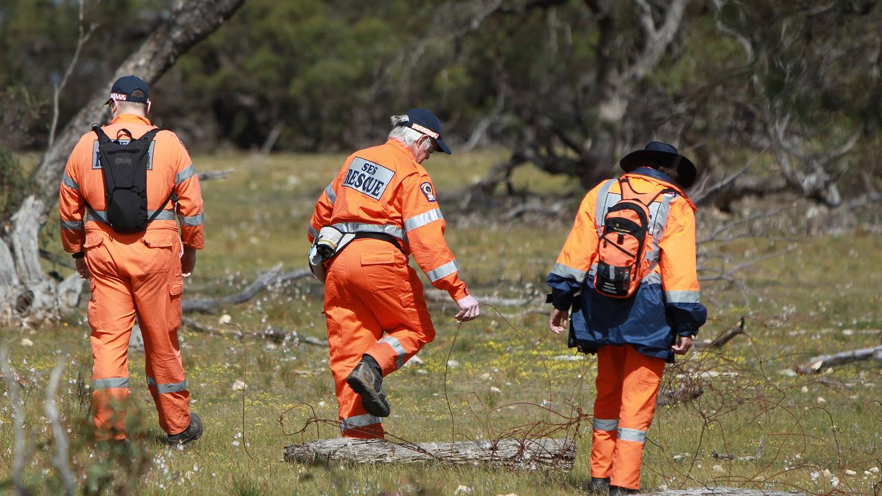 SES members search the scene where Alexander Kuskoff was fatally shot near Tailem Bend. Picture: Dylan Coker