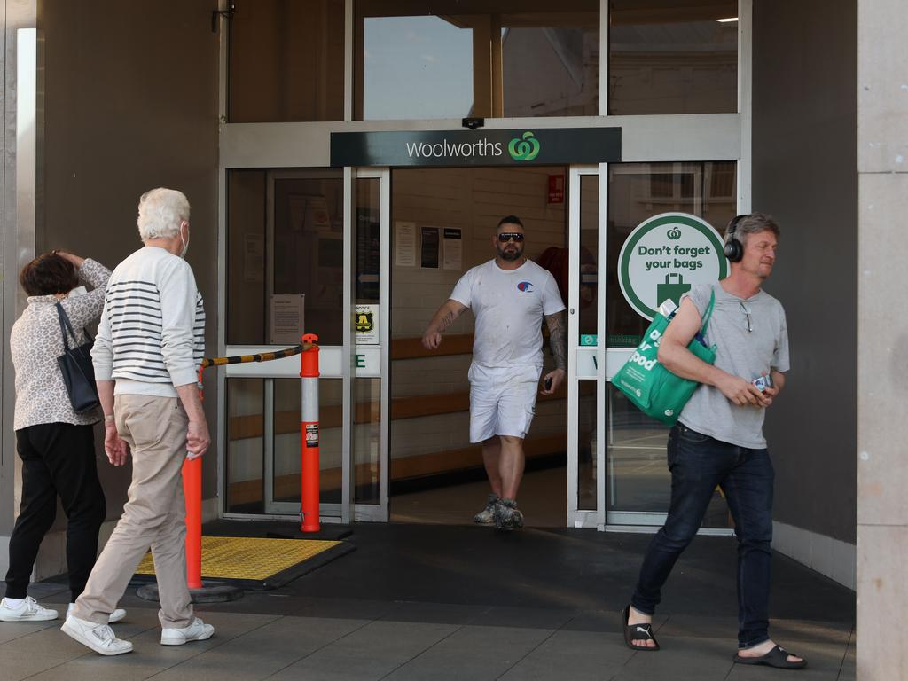 The Woolworths supermarket at Balmain was closed overnight due to a worker testing positive for COVID-19. Picture: David Swift/NCA NewsWire