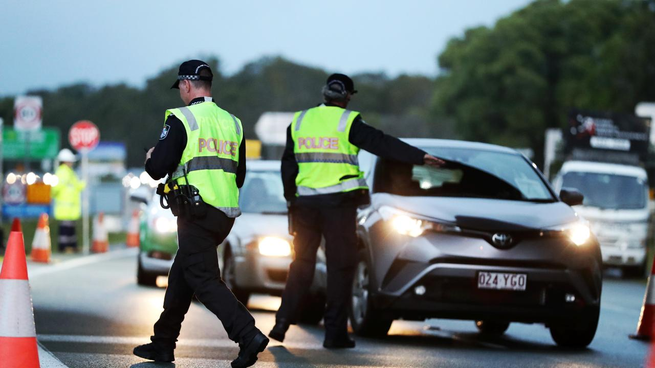 Police check cars as they cross the Queensland border. Picture: Nigel Hallett