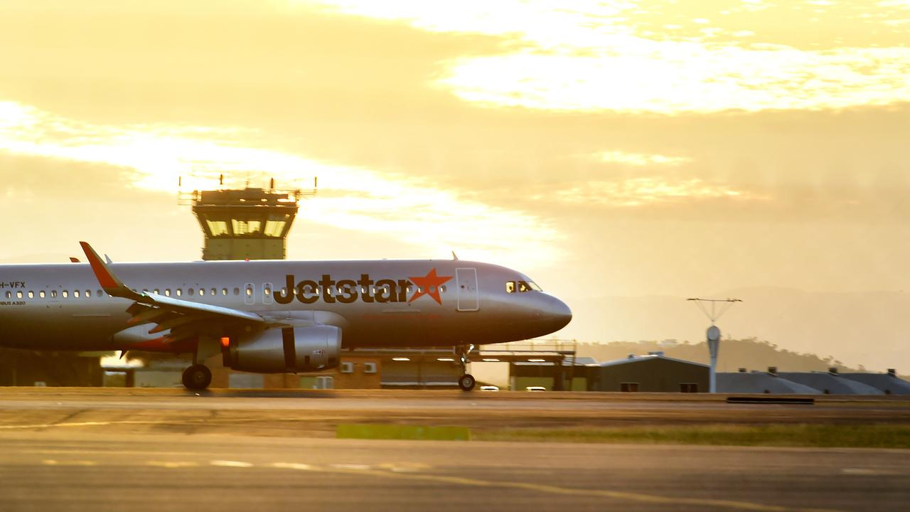 Jetstar flight from Melbourne landing at Townsville Airport. Picture: Alix Sweeney